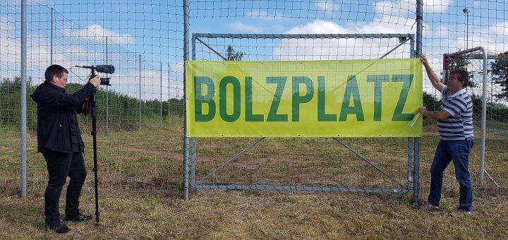 Der Bolzplatz wird eröffnet.